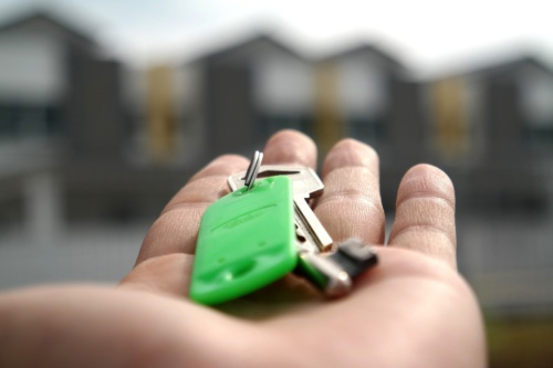 4 Tips for Buying Luxury Property in a Buyer's Market